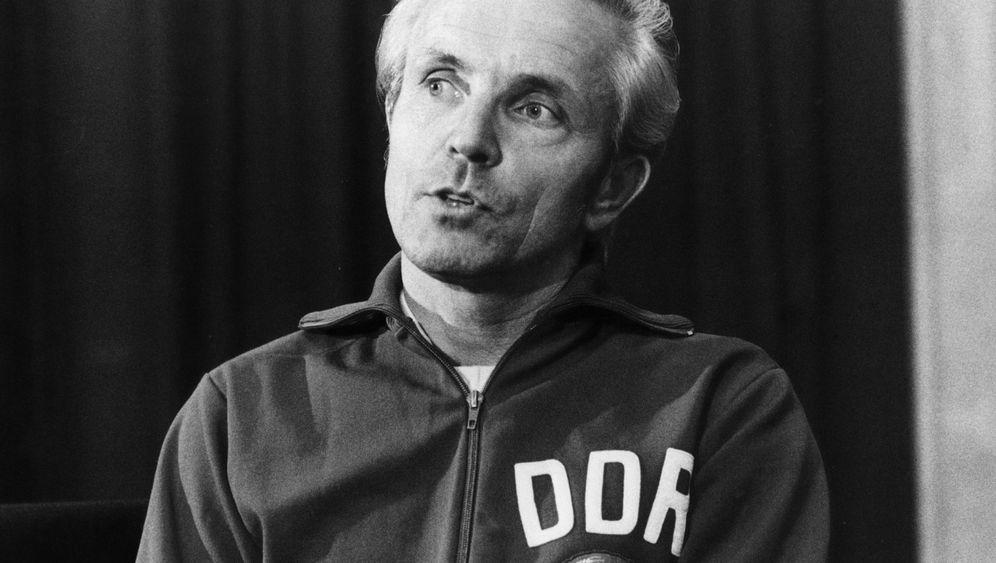 Trainer-Legende: Kick mit der Staatssicherheit