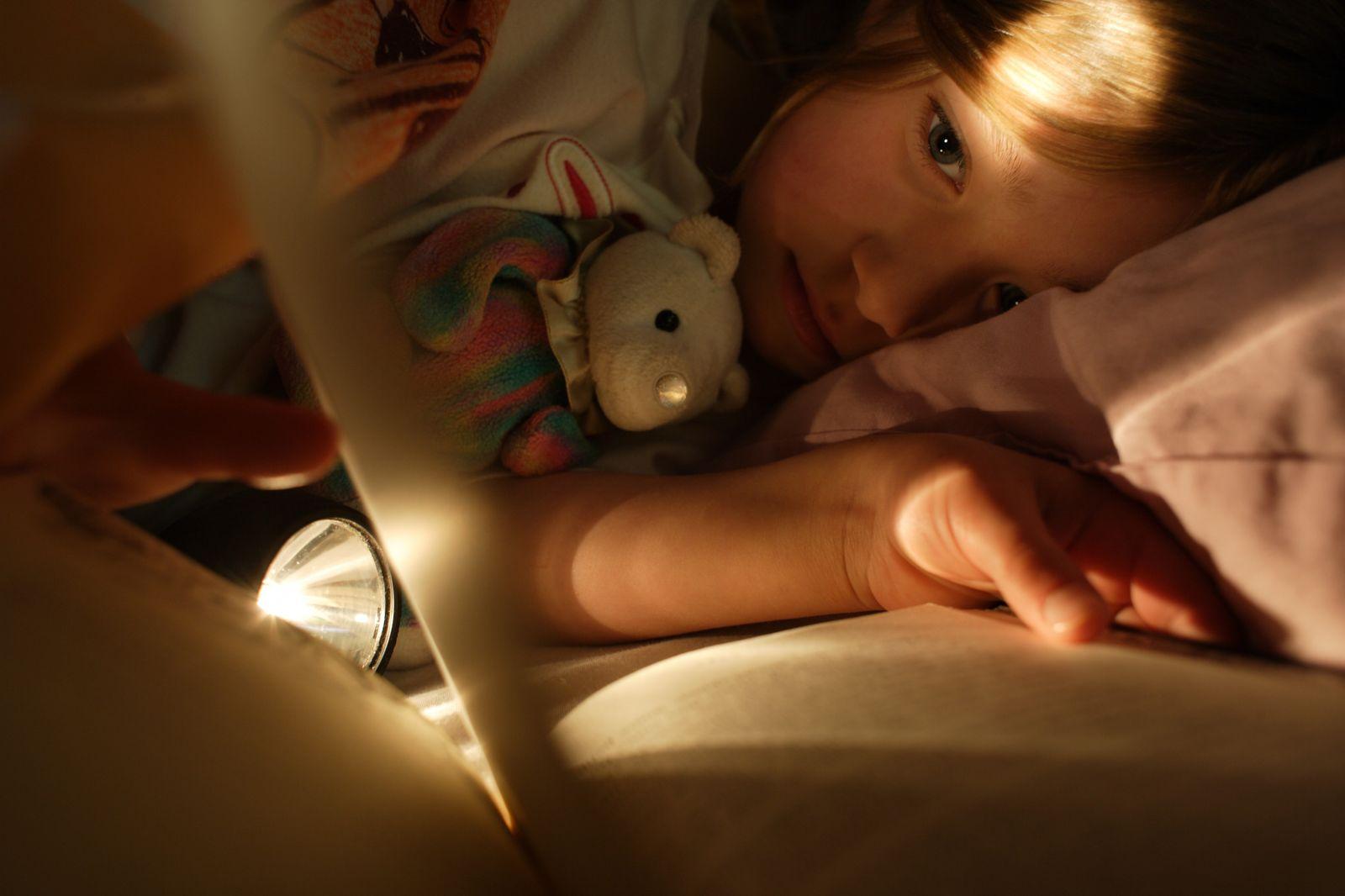 NICHT MEHR VERWENDEN! - Schlaf / Kind / Bett / Taschenlampe