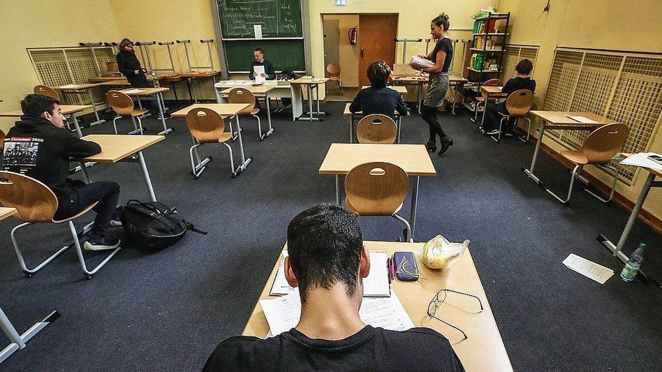 Abiturprüfung in Frankfurt am Main: Klausuren trotz Kontaktverbots