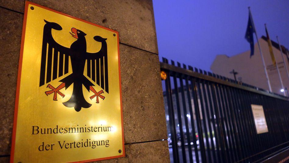 Verteidigungsministerium: Externe Leistungen zu einem erheblichen Preis