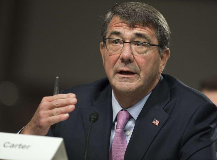 US-Verteidigungsminister Carter: Besuch auf US-Flugzeugträger