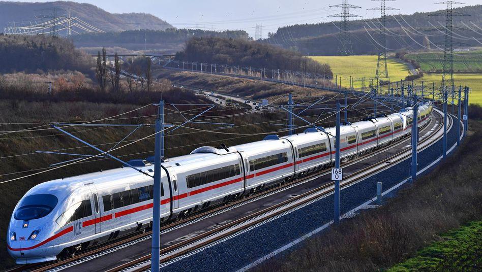 Ein ICE-Sonderzug auf der Schnellfahrstrecke München-Berlin