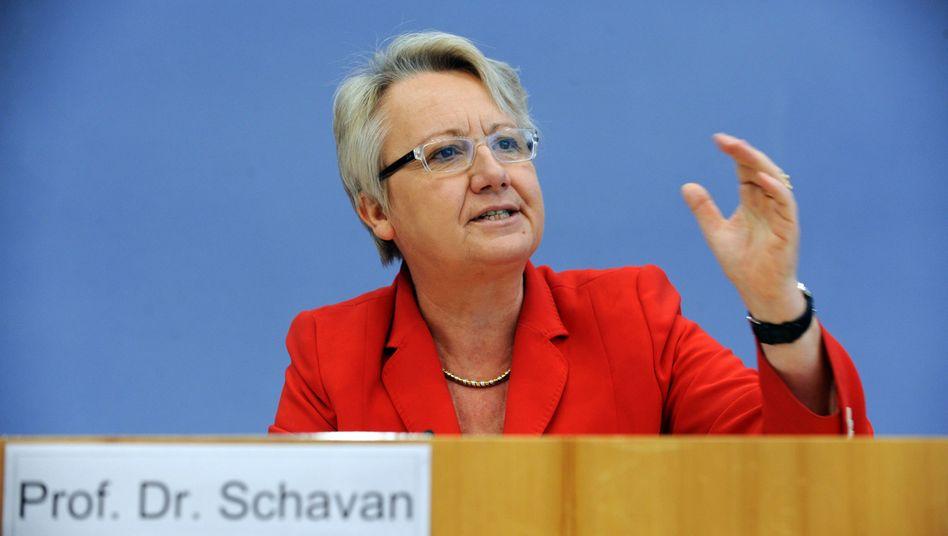 Aberkennung des Doktortitels: Schavan bleibt vorerst im Amt