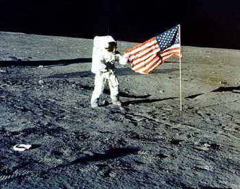 """Apollo-12-Kommandant Charles """"Pete"""" Conrad auf dem Mond: Die Reise fand nach Meinung der Verschwörungstheoretiker nie statt"""