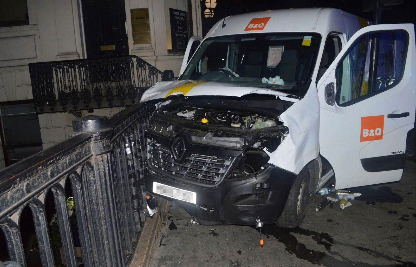 EINMALIGE VERWENDUNG Terroranschlag/ London Bridge/ Auto/ Lieferwagen
