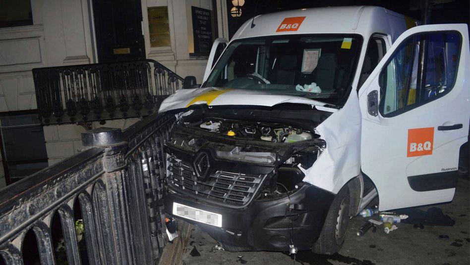 Mit diesem weißen Lieferwagen verübten die Attentäter den Anschlag