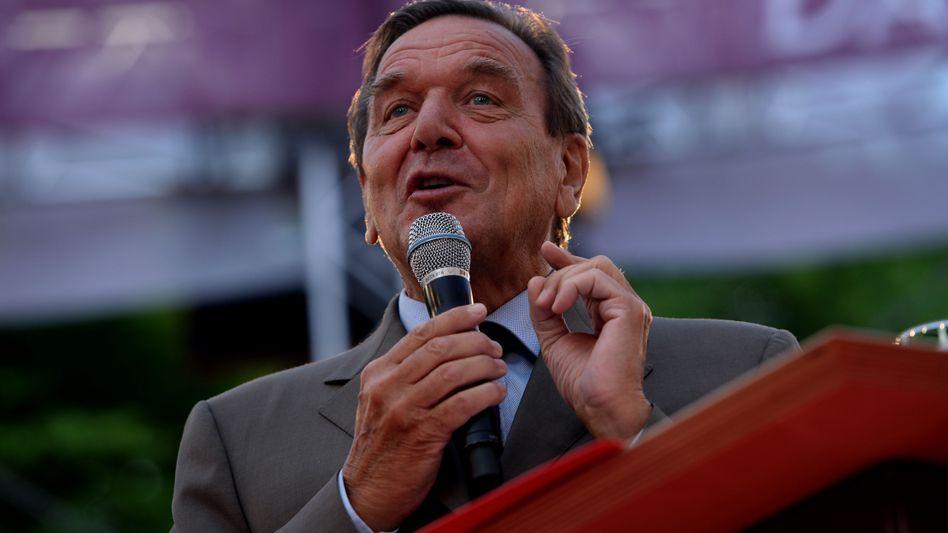 Altkanzler auf Tour: Schröder macht Griechenland zum Wahlkampfthema