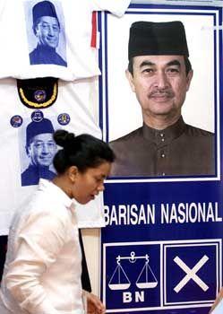 Mahathir als T-Shirt, Badawi auf dem Plakat: Personenkult in Kuala Lumpur