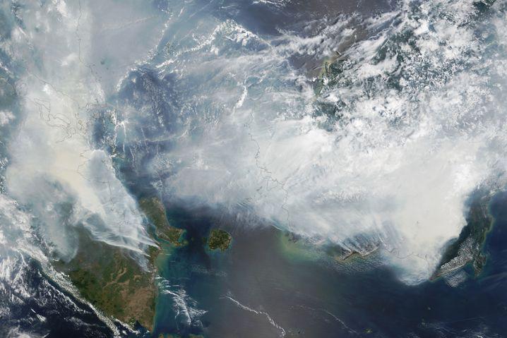Nasa-Satellitenbild der Rauchentwicklung über Indonesien (im September)