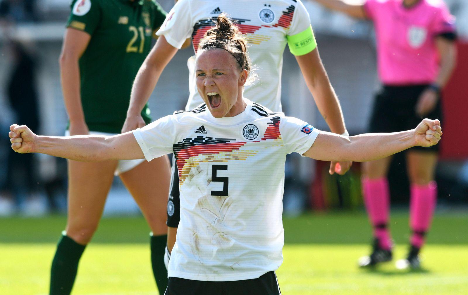 Fussball, Frauen, Deutschland, Nationalmannschaft; EM-Qualifikation im Stadion Essen: Deutschland (weiss) - Irland (grü