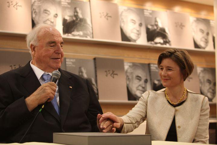Maike Kohl-Richter (rechts) und Kohl im Jahr 2010 in Frankfurt am Main