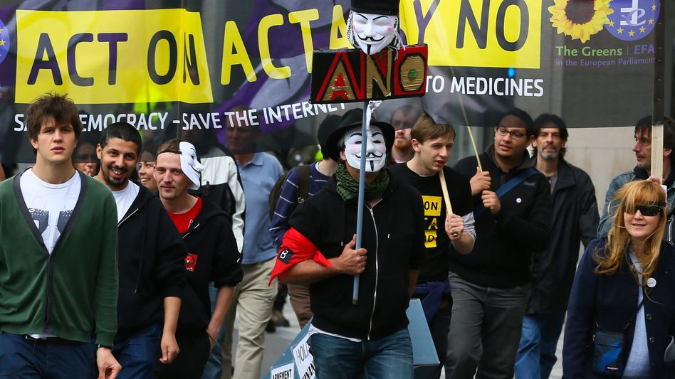 Protest gegen Acta in Brüssel (am 9. Juni): Handelsausschuss lehnt ab