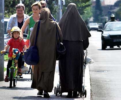 Alltag in Deutschland: Verschleierte Frauen