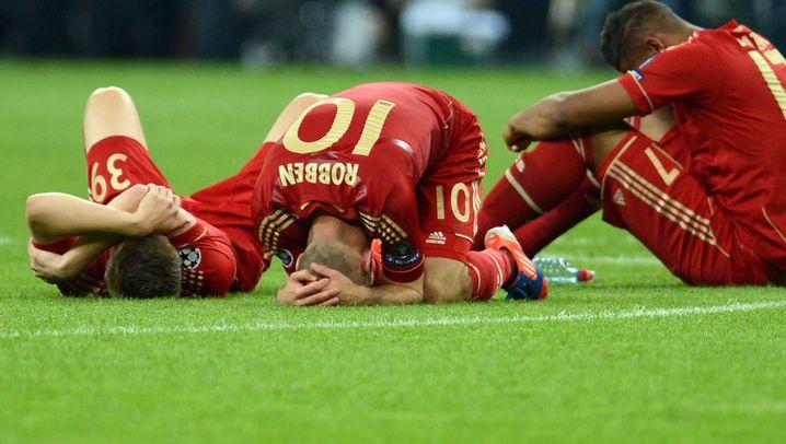 Champions-League-Finale: Robben schießt Cech an, Schweinsteiger gegen den Pfosten