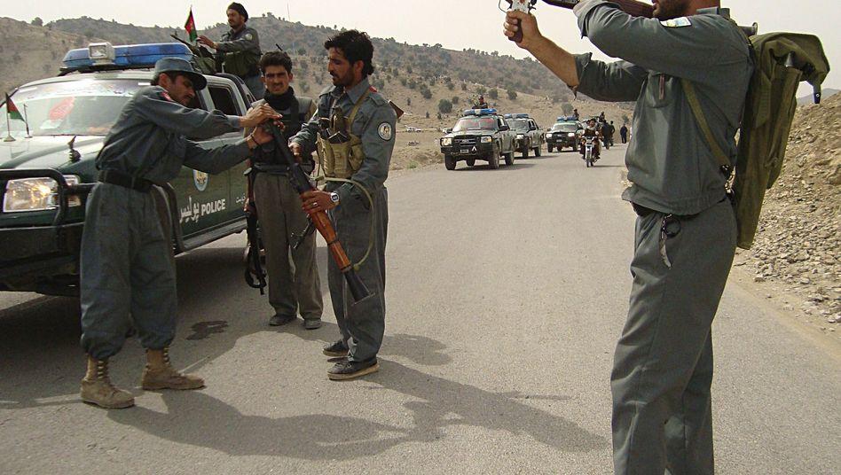 Afghanische Polizei in Khost: Suche nach dem Attentäter, der auf Entwicklungshelfer schoss