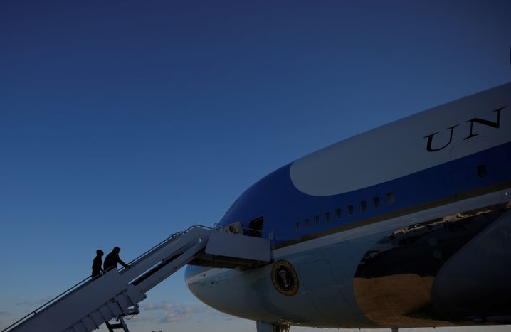 Letztes Boarding der »Air Force One«: Donald und Melania Trump