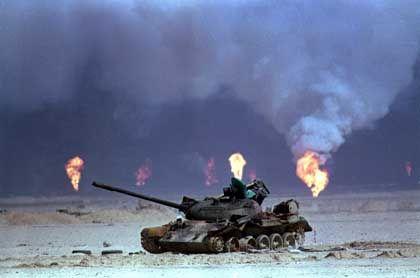 """Brennende kuweitische Ölquellen im Golfkrieg von 1991: """"Höllische Lampenschalen"""""""
