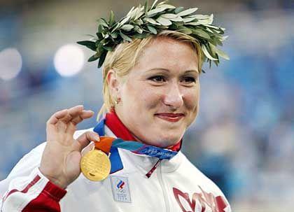 Wie gewonnen, so zerronnen: Der russischen Kugelstoßerin Korscharenko wurde Gold wegen Dopings aberkannt