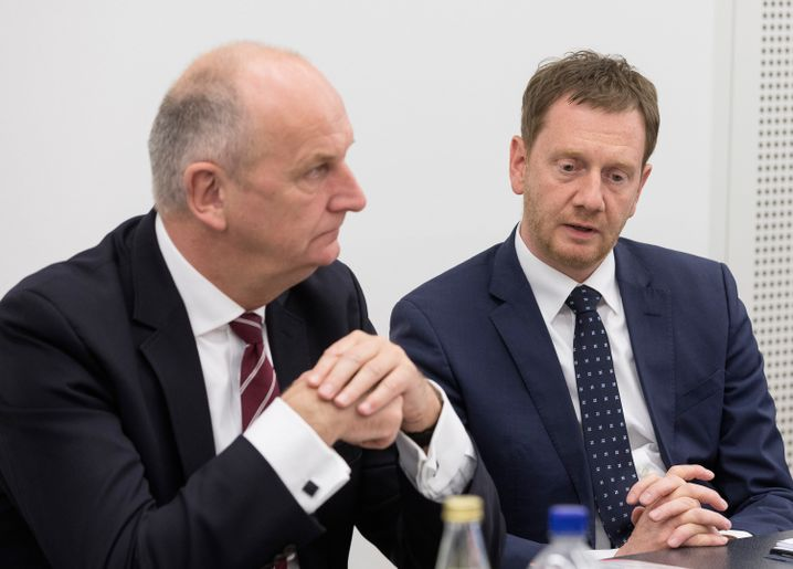 Brandenburgs SPD-Ministerpräsident Dietmar Woidke, Sachsens CDU-Regierungschef Michael Kretschmer: Die Regierungsbündnisse wackeln