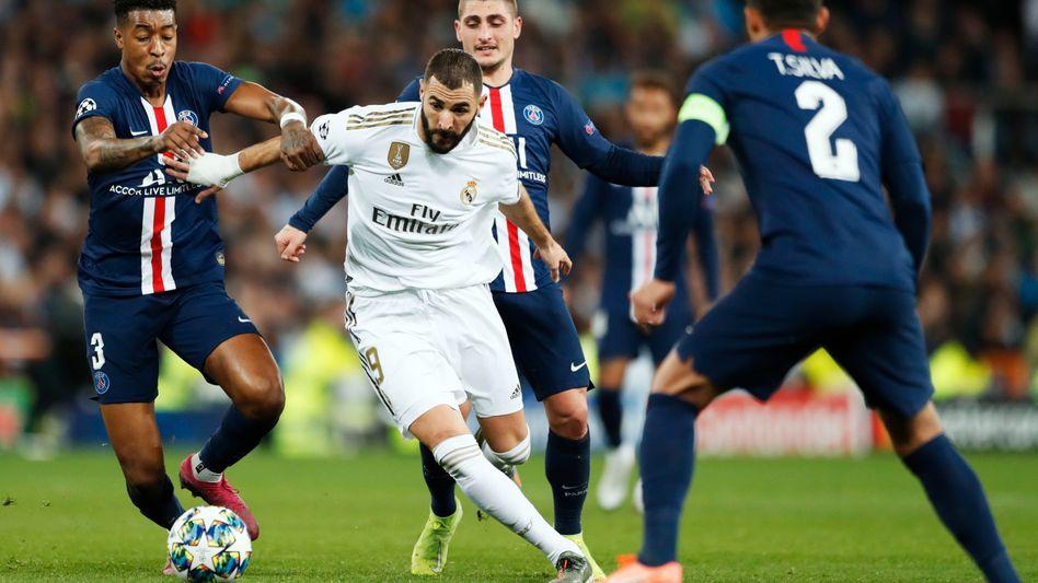 Behauptet sich gegen alle: Karim Benzema, 32 Jahre, von Real Madrid