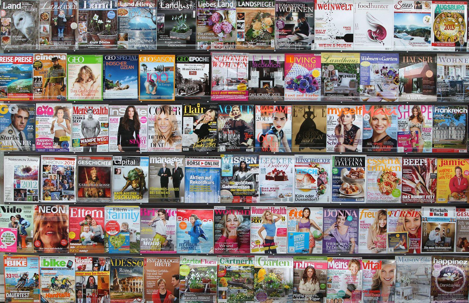 Zeitschriften vor Kiosk