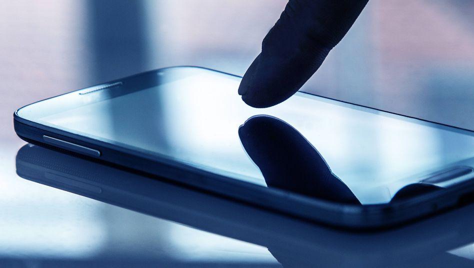 Passworteingabe auf einem Smartphone (Symbolbild)