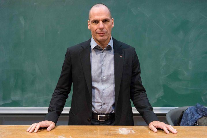 Der frühere griechische Finanzminister Yanis Varoufakis spricht am 27.01.2017 als Gastprofessor an der Fakultät für politische Ökonomie am Kings College in London über die Europäische Union und den Brexit. Foto: Ray Tang/ZUMA Wire/dpa +++(c) dpa - Bildfunk+++ |