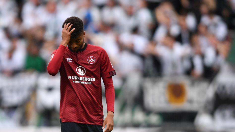 Der Nürnberger Timothy Tillman realisiert: Der Club steigt ab in Liga zwei