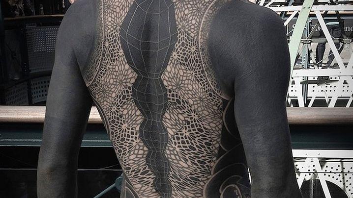 Blackout Tattoos: In der Schwärze liegt die Würze