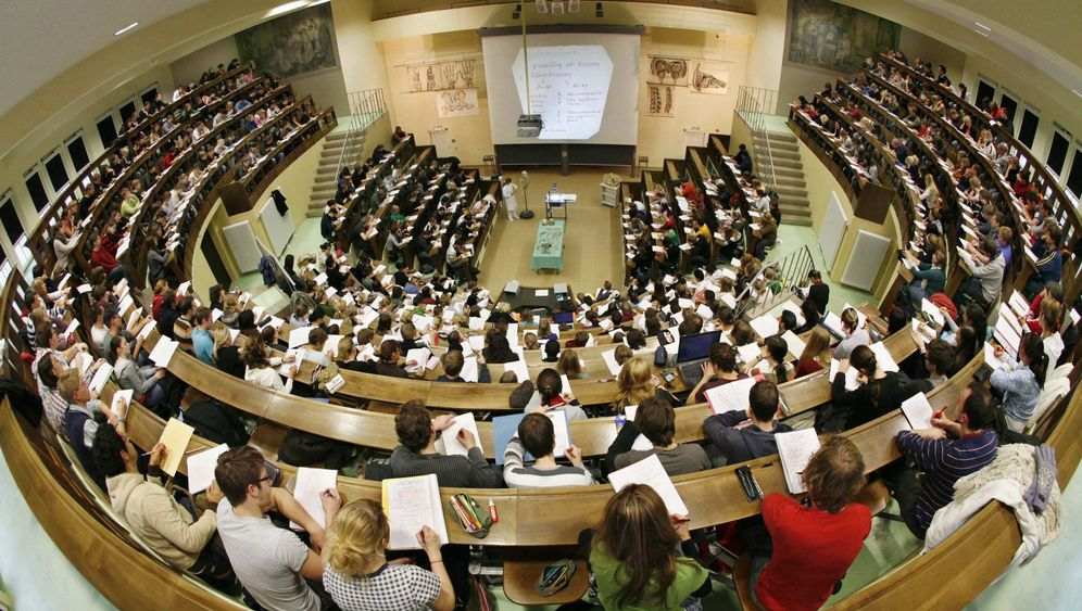 Geschäft mit Studienplatz-Mangel: Klag Dich ein