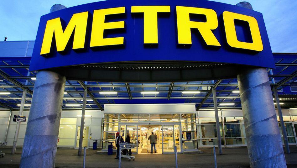 Metro-Markt in Berlin: Hungerlöhne für Landarbeiterinnen in Indien?