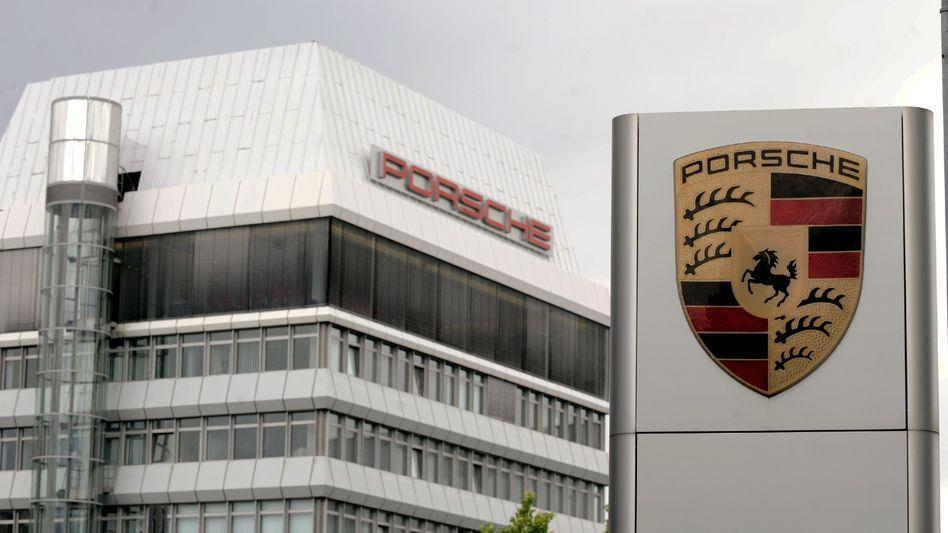 Porsche-Zentrale in Stuttgart: Lohn für eindreiviertel Jahre nachfordern