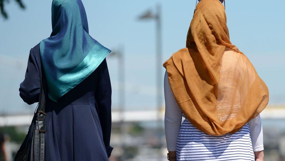 Frauen mit Hidschab (Symbolbild): Faktor Kopftuch