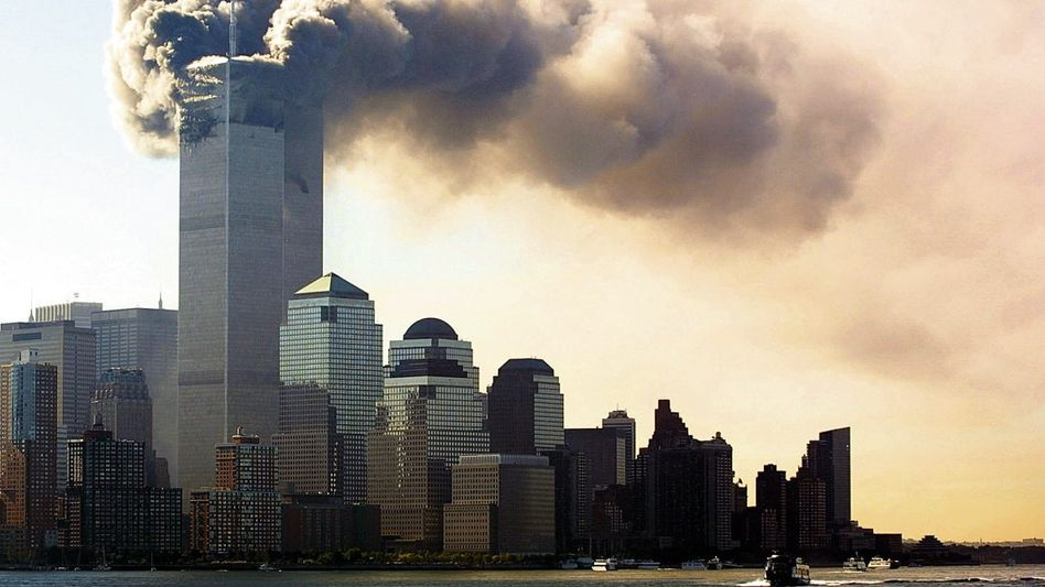 Brennende Türme des World Trade Center nach dem Anschlag 2001