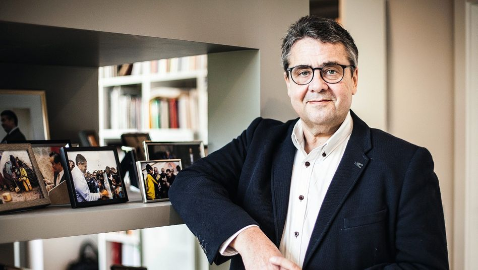 """Ex-Parteichef Gabriel in seinem Arbeitszimmer:""""Unser Erfolgsmodell, die exportorientierte Wirtschaft, ist zur Achillesferse geworden"""""""