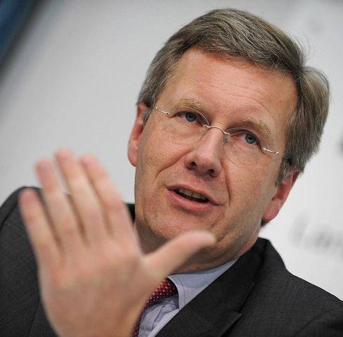 """Niedersachsens Ministerpräsident Christian Wulff: """"Eine pflichtwidrige Vernichtung von Kapital ist eine Straftat"""""""