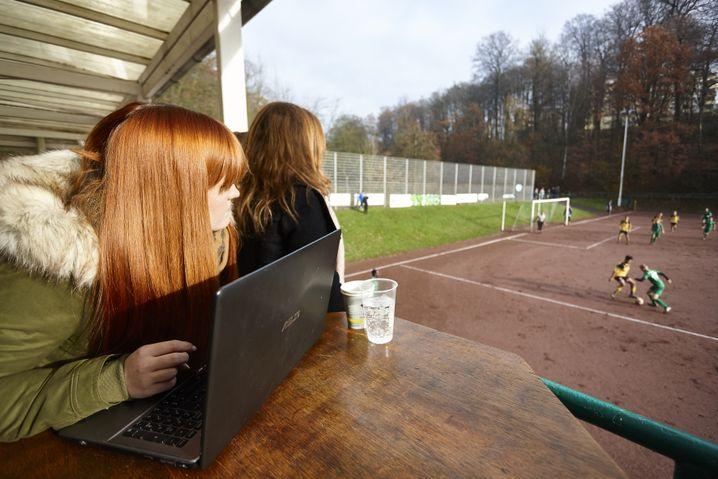 Die Online-Manager werden während der Spiele mit einem Liveticker bedient.