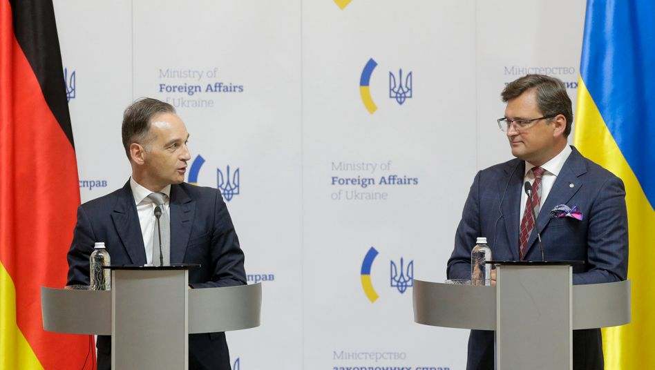 Außenminister Heiko Maas (SPD) mit seinem ukrainischen Amtskollegen Dmytro Kuleba in Kiew