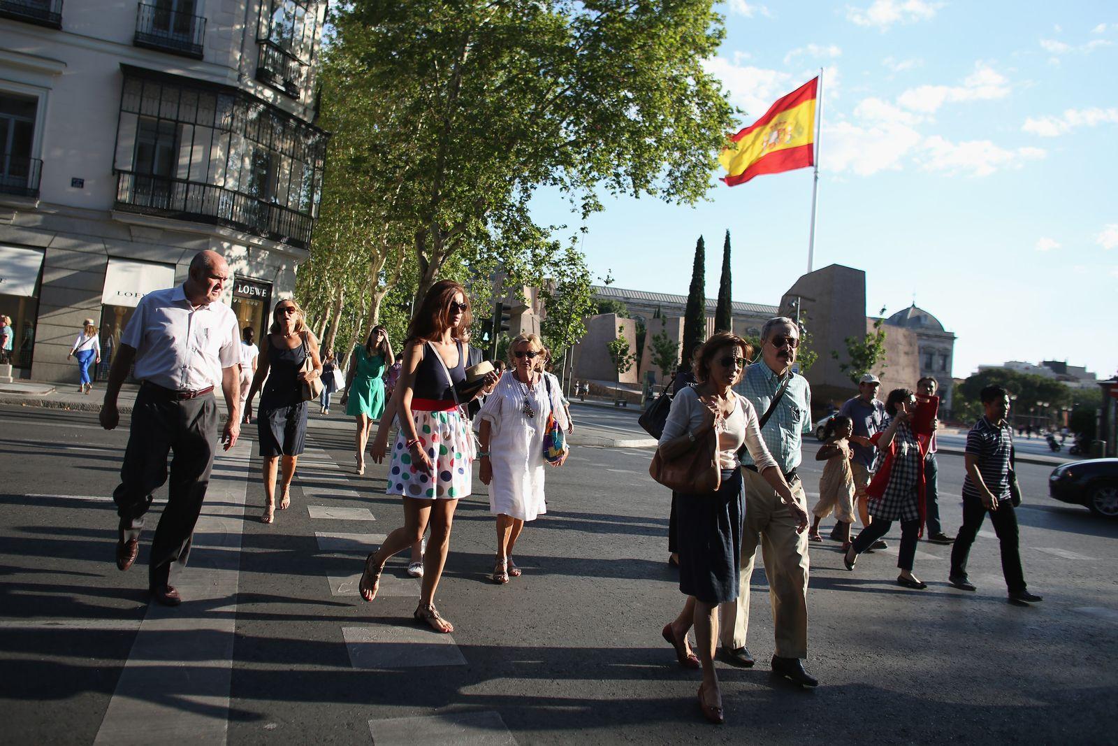 Spanien/ Madrid/ Menschen/ Flagge