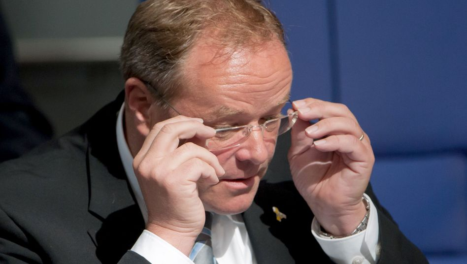 """Entwicklungsminister Niebel (FDP) im Bundestag: """"In eine unangenehme Situation gebracht"""""""