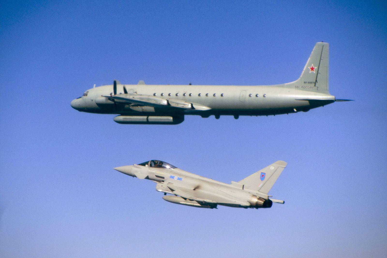 EINMALIGE VERWENDUNG RAF Intercepts / Russian Aircraft / Typhoon jet