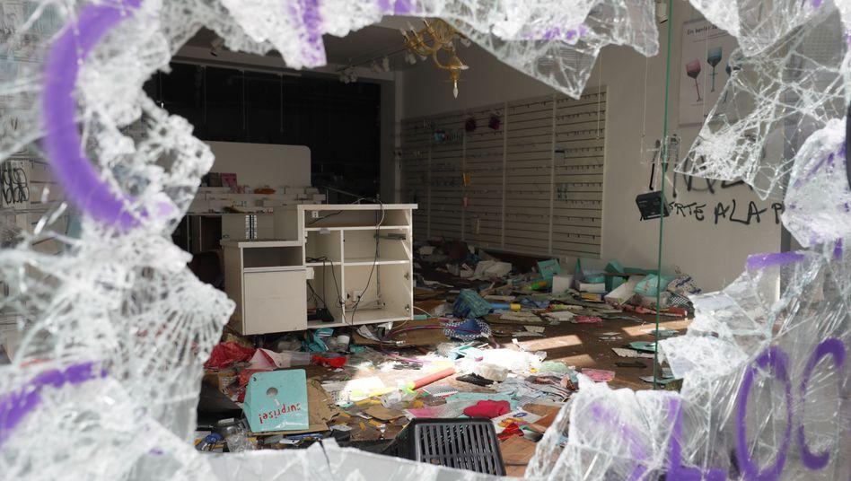 Geplündertes Geschäft im Hamburger Schanzenviertel