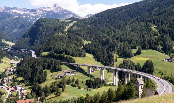 Gries in Österreich : Die Autobahn A13 führt über den Brennerpass