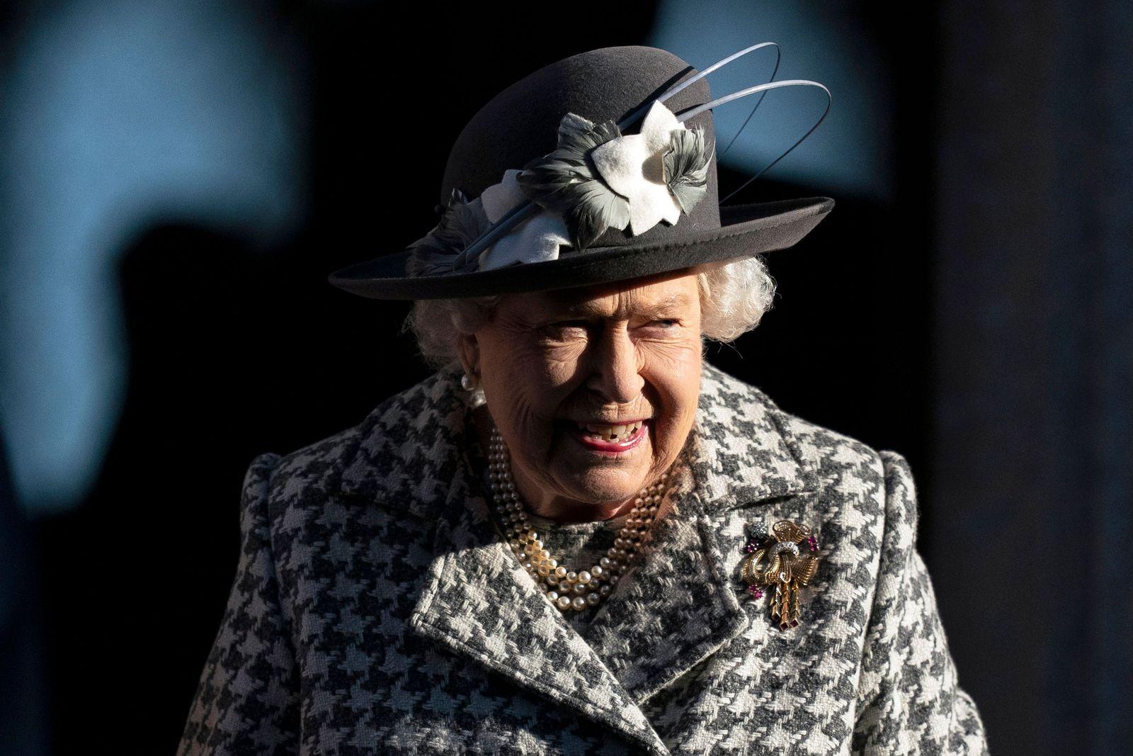 Queen Elizabeth arrives for church service, Hillington, United Kingdom - 19 Jan 2020