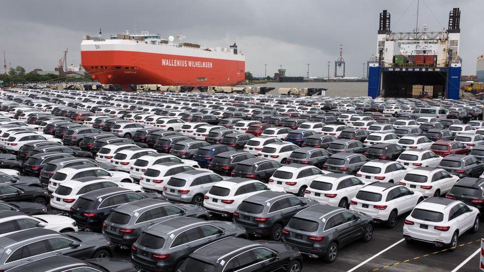 Neuwagen vor der Ausfuhr nach Übersee (Archiv)