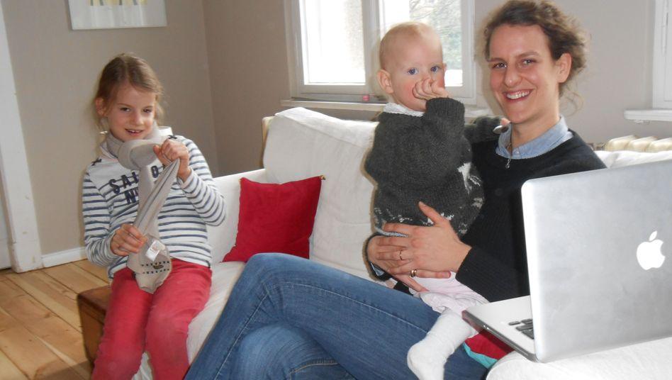 Helena von Hutten mit Esther und Clementine