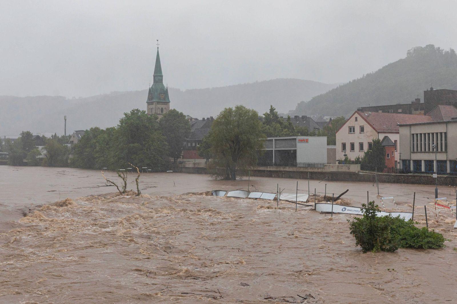 14.07.2021, Hagen, Deutschland, - Hochwasser in der Lenne. Im Bild der überschwemmte Wildwasserpark Hagen-Hohenlimburg.