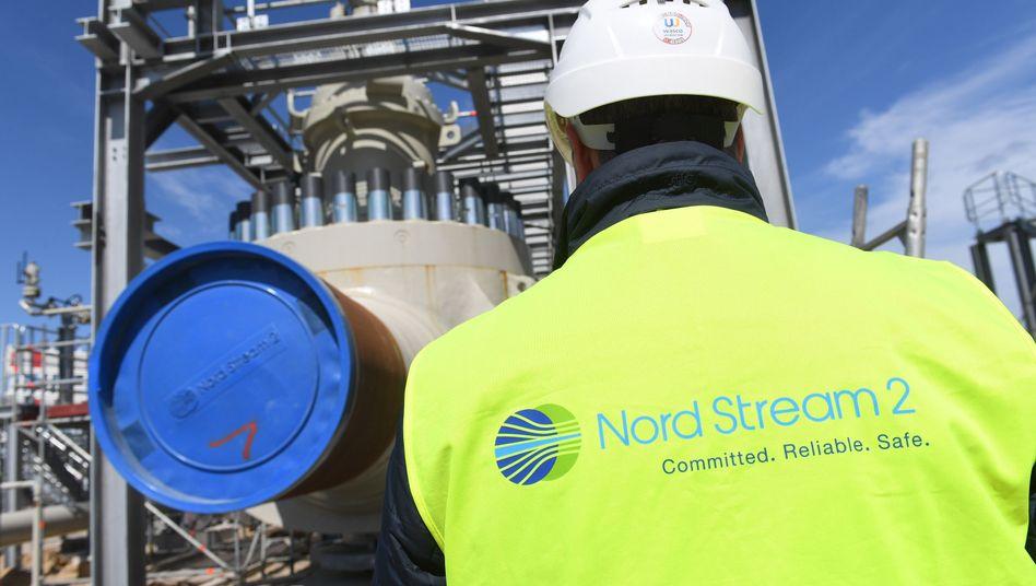 Arbeiter auf dem Gelände der Empfangsstation für die Nord-Stream-2-Pipeline in Lubmin (Mecklenburg-Vorpommern): Russischer Vize-Regierungschef sieht EU in der Verantwortung