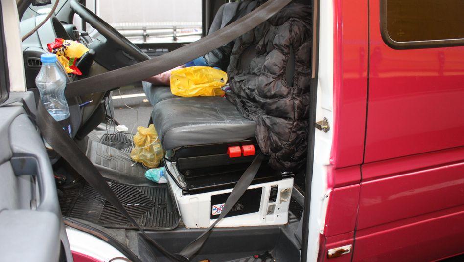 Innenraum des gestoppten Fahrzeugs: 26 Stunden Fahrzeit ohne richtige Pause