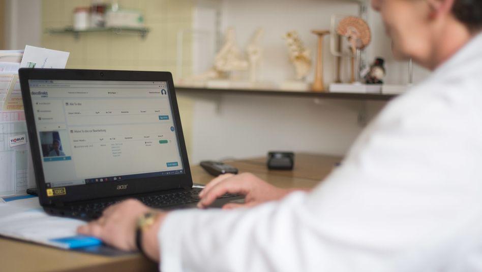 Ende 2017 boten nur 1,8 Prozent der Ärzte Videosprechstunden an
